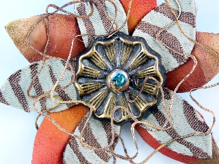 Detail Stripe Bloom Brooch