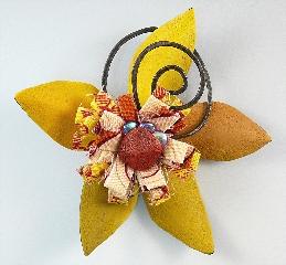Bloom brooch 5