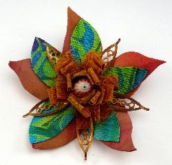 Bloom brooch 1