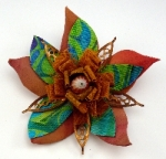 Bloom brooch 1